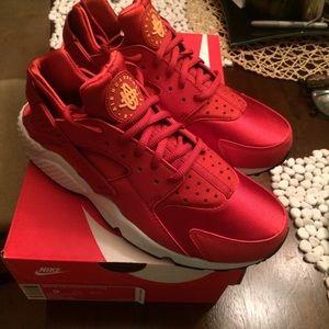 Nike Shoes - {SOLD} Nike Huarache Run Cinnabar Orange Red 9