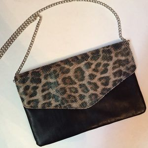 Handbags - 🎉😊Leopard clutch purse w/ silver chain.
