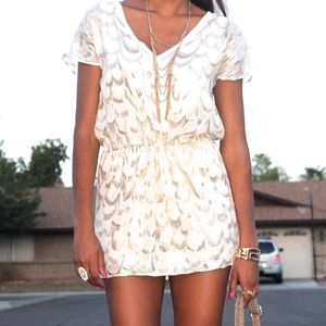 Dresses & Skirts - 🎉😊Gold and white sheath dress with tie at waist!