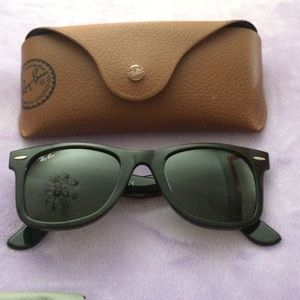 New Ray-Ban Wayfarer sunglasses black