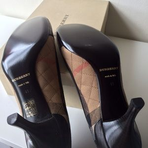 Burberry Shoes - Burberry Quilted Check Pump