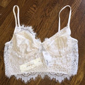 29c27cdd95019a N A Other - WHITE LACE UNDERWIRE BRALETTE