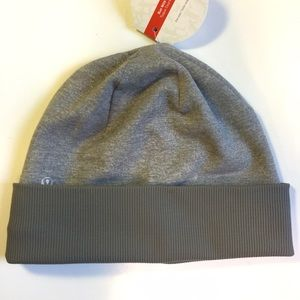 6208992f1 lululemon Hat aka Run with me Toque NWT