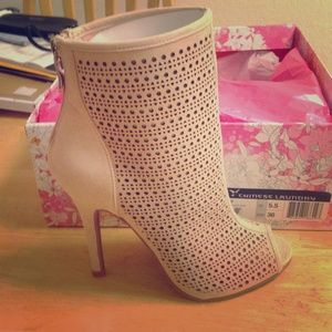 Chinese Laundry Jupiter booties in Soft Pink
