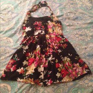 Dresses & Skirts - Retro Floral halter button up dress