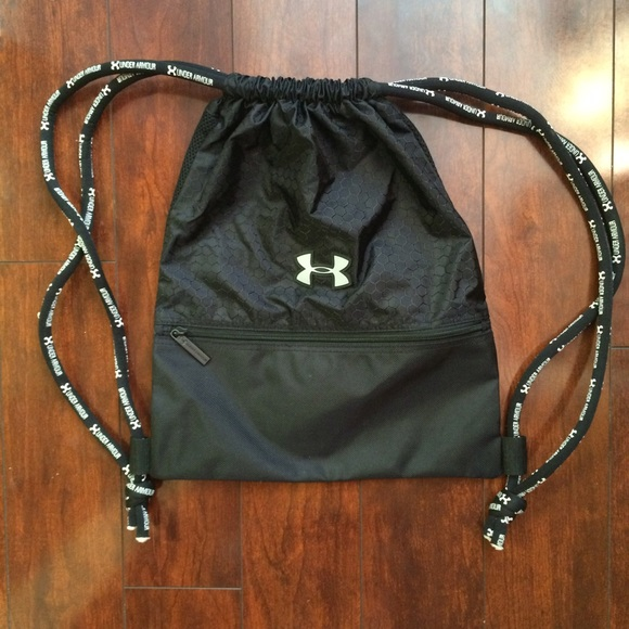 38fa4d1fc9f7 Under Armour drawstring bag. M 55b92128a3a01f74bc02048e