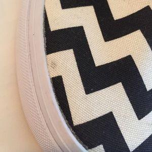 3b153e3ef2 Vans Shoes - 🎉Flash Sale🎉Vans NWB Chevron Canvas Slip-ons