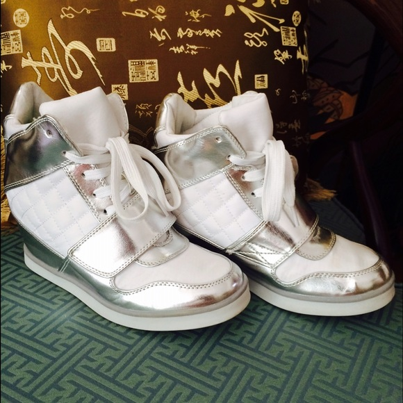 6fe299e1d9f62 jcpenney Shoes - White and Silver Wedges