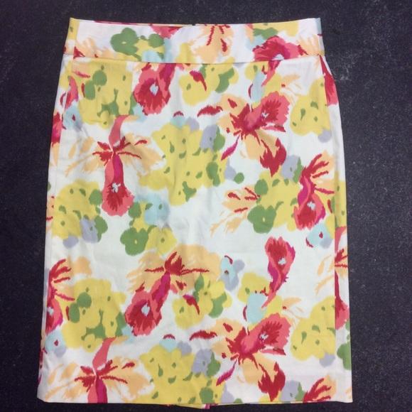 J. Crew Dresses   Skirts - J. Crew printed stretch cotton sateen pencil  skirt dc82b5877