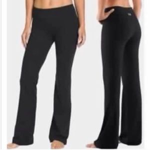 4515cb1c2ee36 Under Armour Pants - NEW! Under Armour fitted straight leg yoga pant