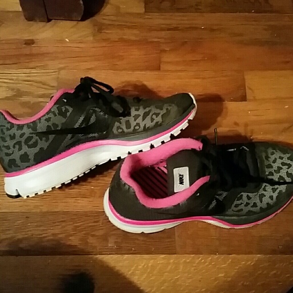 Nike cheetah shoes size 8 womens