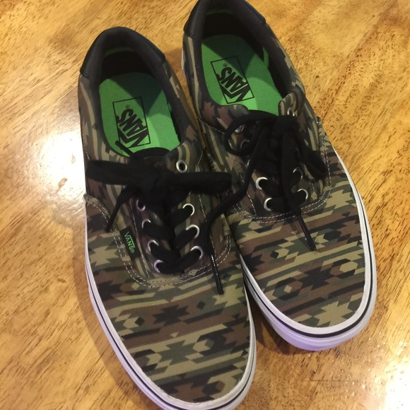 16ffac4bb4acd5 Men s Vans off the Wall-Aztec Camo Print. M 55ba16a3c402ae129d0031b0