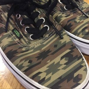 516156cd045302 Vans Shoes - Men s Vans off the Wall-Aztec Camo Print