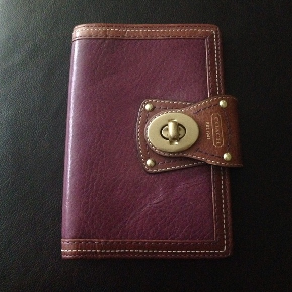 Small coach day planner in violet leather