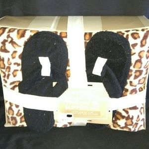 NWT Northpoint Leopard Print Throw & Slipper Set