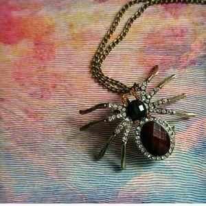 THE AURORA CO. the Arachnid vintage-style necklace