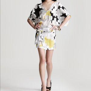 Diane von Furstenberg Dresses & Skirts - 🎉HP It Girl Party 🎉 DVF silk dress