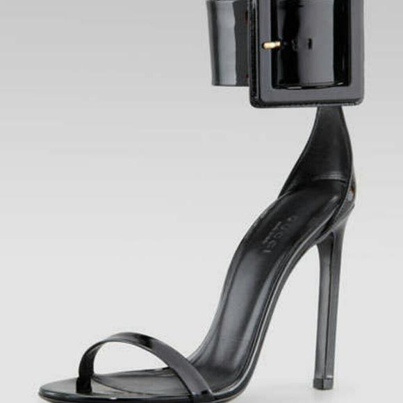 dd7dea20018 Gucci Shoes - Gucci Victoire Runway black heels