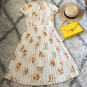 Host Pick 8/5 Vintage daisy dress, 50's, 60's