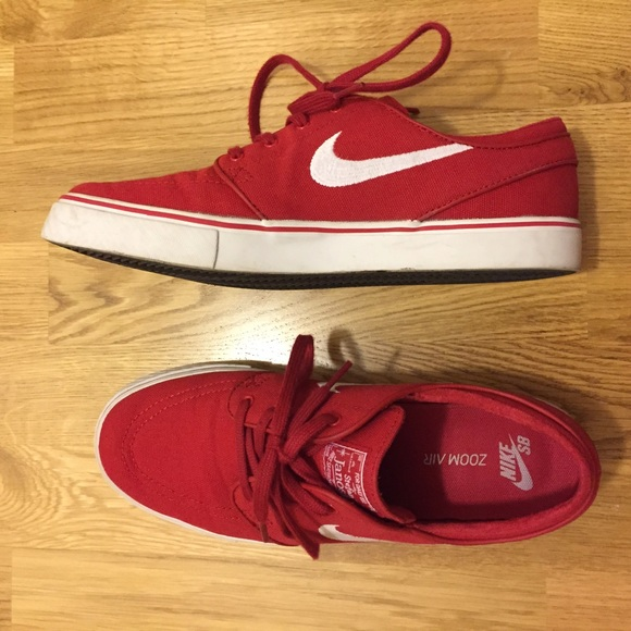 red low top nikes