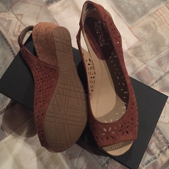 57 off kenneth cole reaction shoes soley roller suede