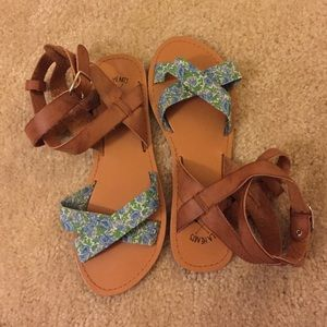 Sale ✨ Cute Pacsun wrap-up sandals !
