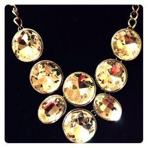 Jewelry - 💥NEW LISTING!💥 beautiful statement necklace