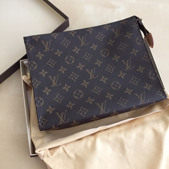 Louis Vuitton Clutches   Wallets - LV toiletry pouch 26   clutch 59e4b2d51596f