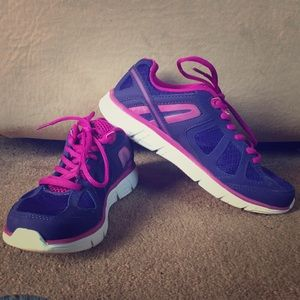 pink tennis shoes 7 5 from clarissa s closet