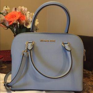 6e6329d8908b Michael Kors Bags - FINAL PRICE-Michael Kors Cindy dome satchel 💙
