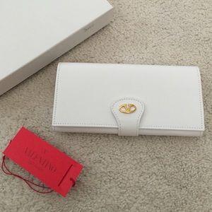Valentino Handbags - NWT Valentino Signature Wallet authentic