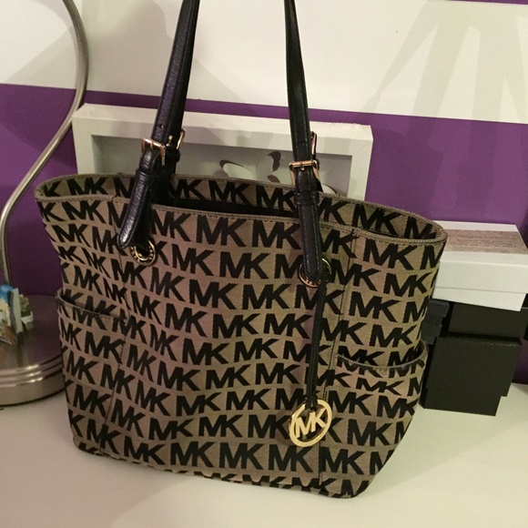 Michael Kors - Michael Kors Signature Tote Bag from Caa's closet ...