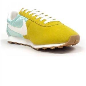 Nike Shoes - WOMENS NIKE PRE MONTREAL RACER VINTAGE SZ 7.5