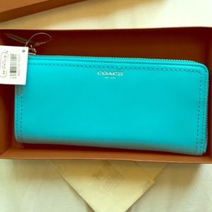 Coach Wallet. Slim zip