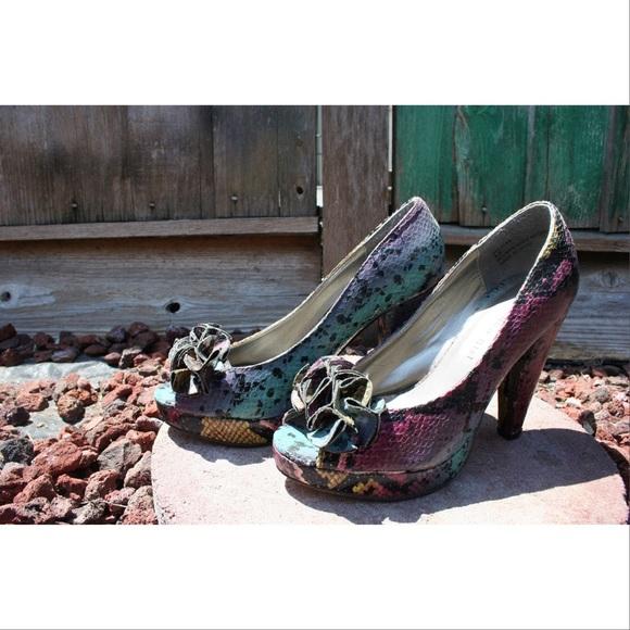 56 Off Steve Madden Shoes Snake Skin Design Shoes From