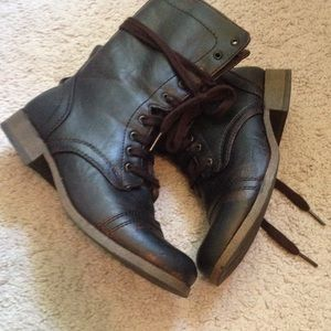 Size 6 black brown combat boots