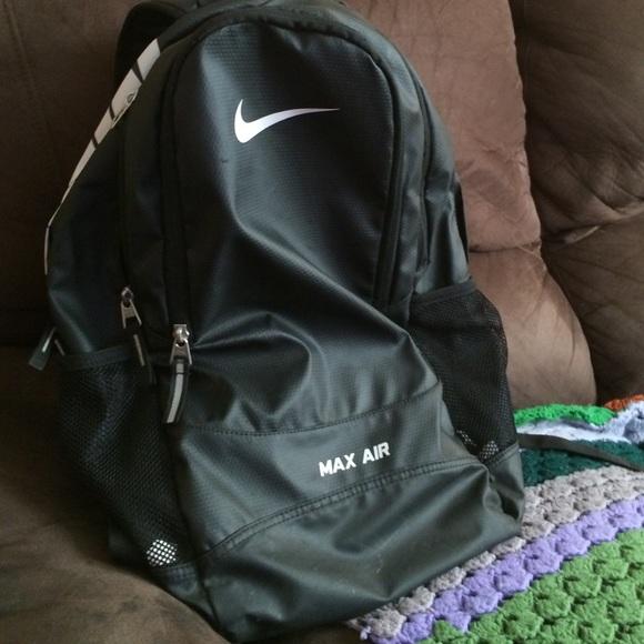 b0c301370b Nike max air waterproof backpack. M 55bf9281568c891e2d018139