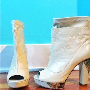 New Vintage Looking Off White Heels