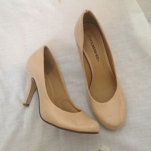 Shoes - Nude pumps