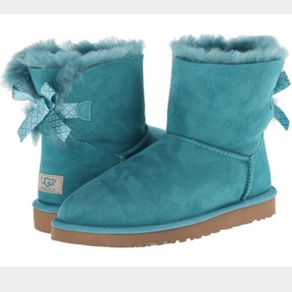 8774d1b149322 37% off UGG Boots - UGG authentic mini Bailey Bow scallop boots Sz ...