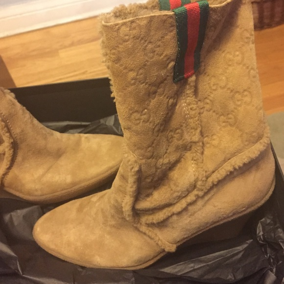 d7e9c82e Authentic Gucci Shearling short boot