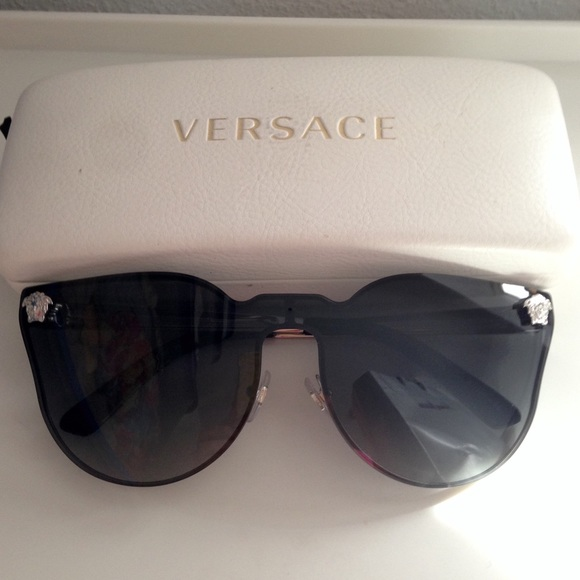 881e2a8cde1 Versace Jj Sunglasses Cateye Accessories Poshmark 44qgTrx