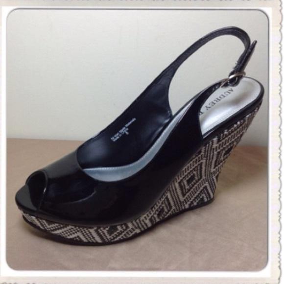 de8127b2bef BRAND NEW Audrey Brook Wedge Shoes black   white