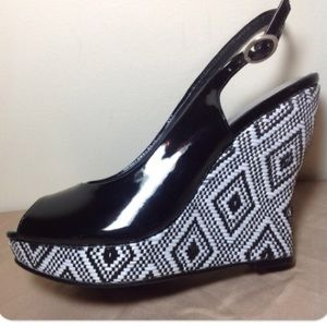 04f35ebe9c1 Audrey Brooke Shoes - BRAND NEW Audrey Brook Wedge Shoes black   white