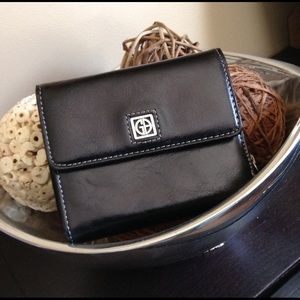 Black Leather Trifold Wallet Like New🌟