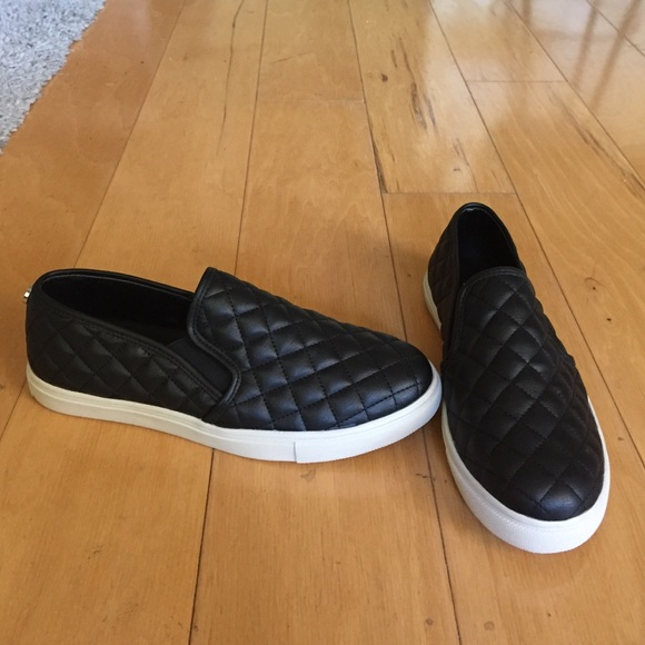 Steve Madden Shoes - BRAND NEW Steve Madden ECENTRCQ slip on sneaker, 8