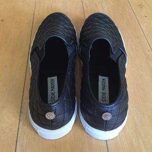 Steve Madden Shoes - BRAND NEW Steve Madden ECENTRCQ slip on sneaker, 8