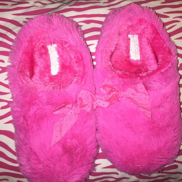 0bfda0efd88 Jessica Simpson Shoes - Jessica Simpson hot pink fluffy slippers with bow