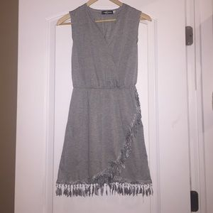 Dresses & Skirts - V neck sleeveless ruffle dress