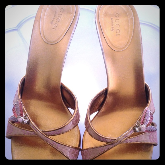 95f4be71e5fe Gucci Shoes - AUTHENTIC Gucci Pink   gold sandal with bee gem
